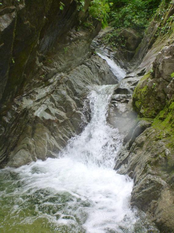 左俣入ってすぐの小滝