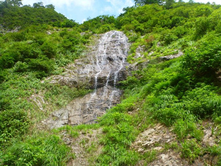 左岸の立派な滝