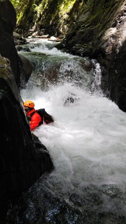 突破難しい1m滝