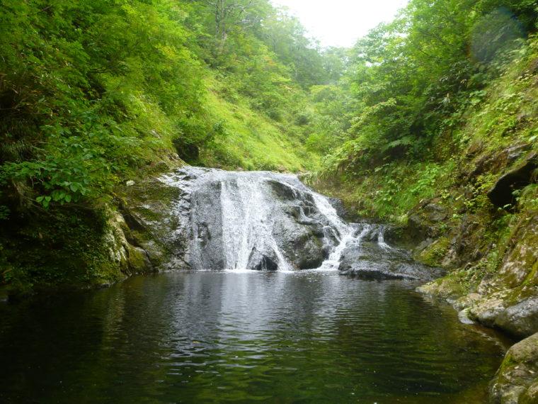 釜の深い幅広ナメ滝