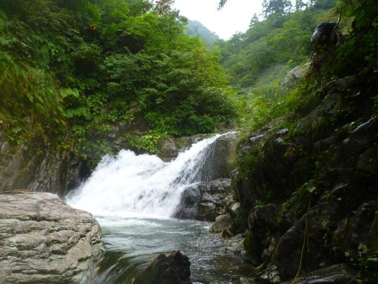 トラロープのある滝