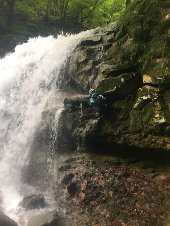 仁三郎の滝を登る