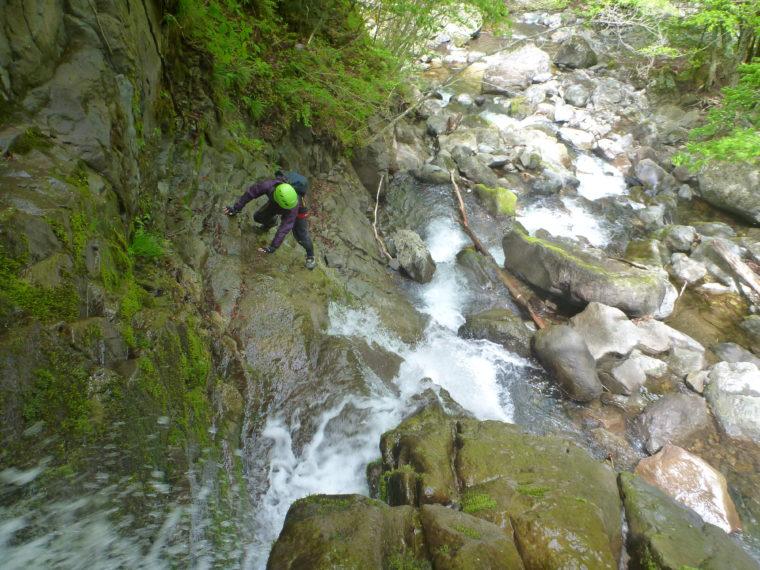霹靂滝を登る