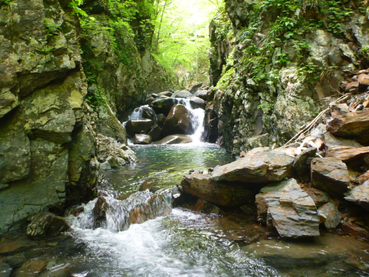 深い淵をもつ滝