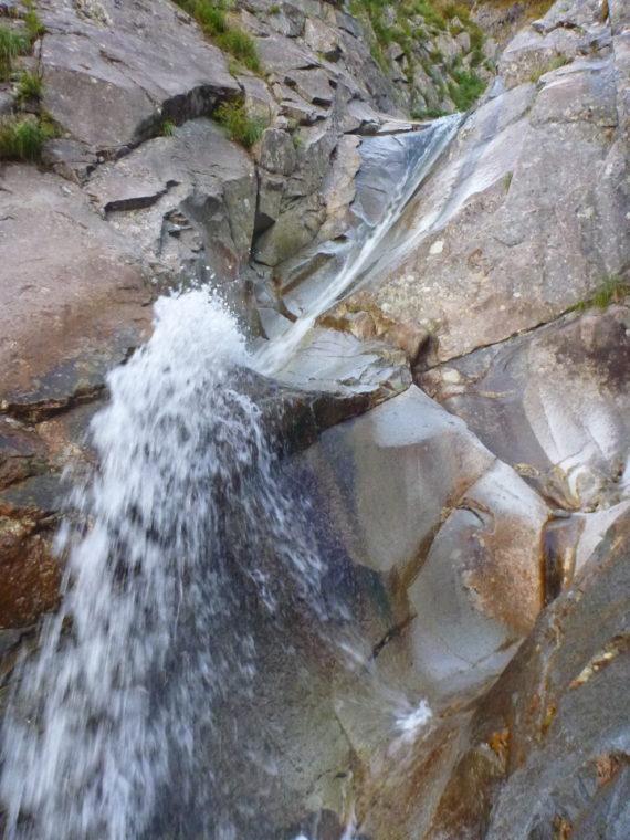 一ノ倉沢最初のナメ滝