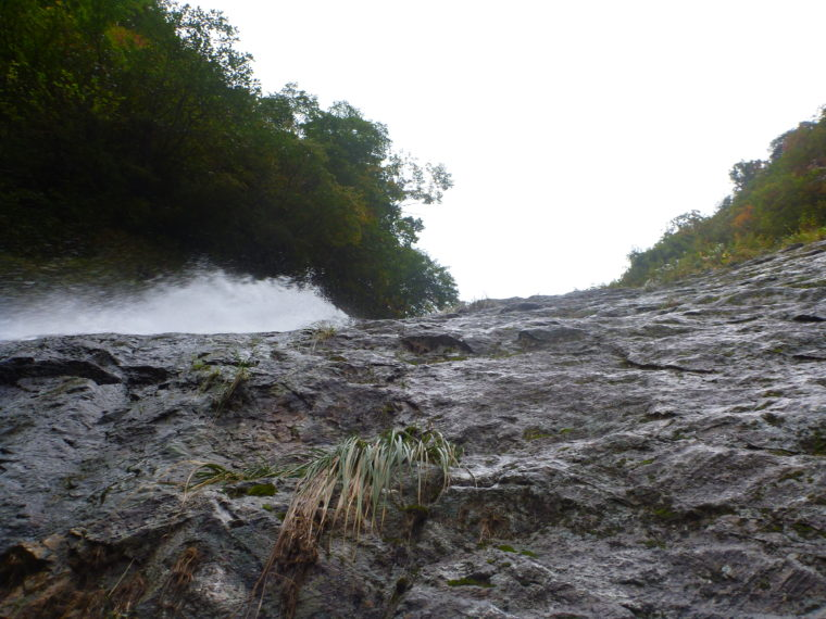 カグラ滝1Pめ登攀中
