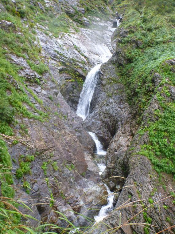 オツルミズ沢コップ状滝