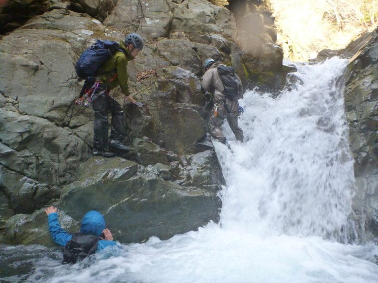 キューハ沢釜の深い小滝